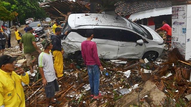נזקי הצונאמי באינדונזיה (צילום: AP)