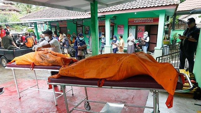 נזקי הצונאמי באינדונזיה (צילום: EPA)