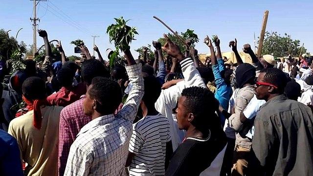 סודן הפגנות מחאה נגד נשיא סודן עומר אל בשיר עומר אל באשיר (צילום: AFP)