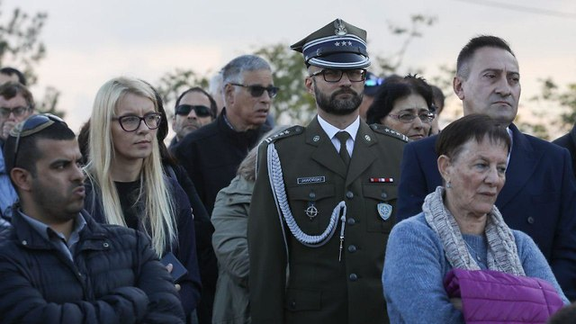 Polish soldier attends the funeral of Simcha Rotem, December 24, 2018 (Photo: Ohad Zwigenberg)