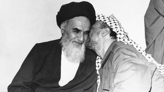 Yasser Arafat and Ayatollah Khomeini, leader of the 1979 revolution (Photo: AP)