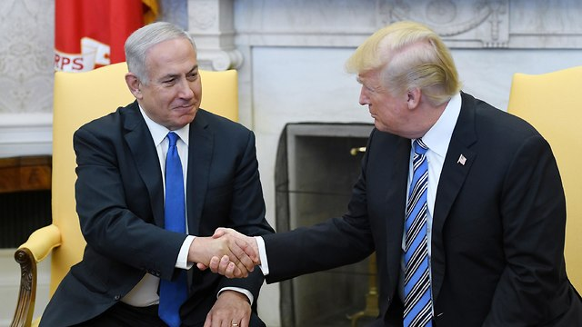 President Donald Trump shakes hands with Israeli Prime Minister Benjamin Netanyahu (Photo: TNS)