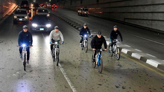 Президент на велосипеде. Фото: АР