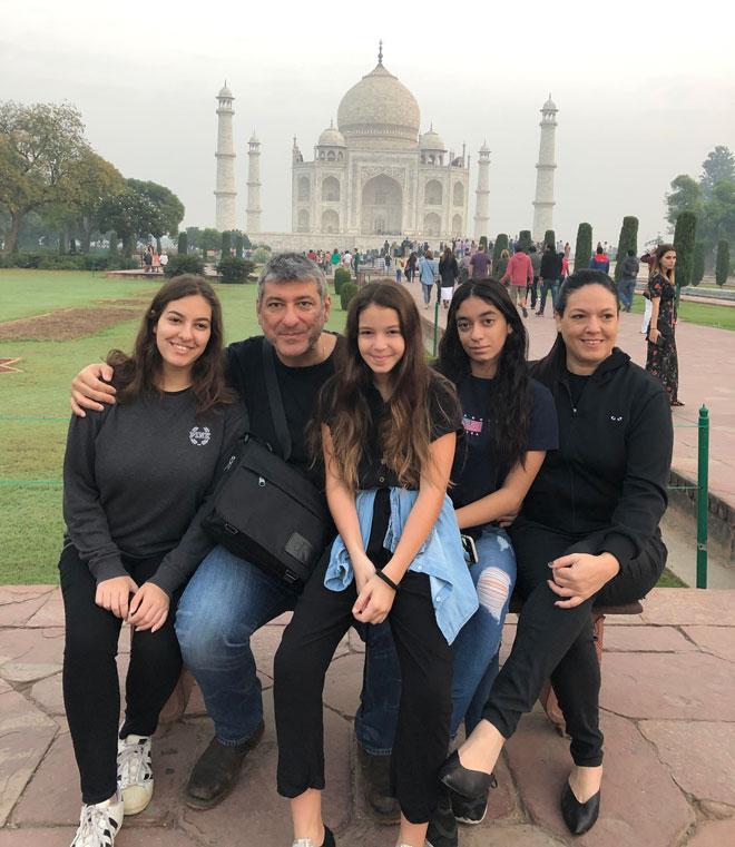 """המשפחה בטיול בהודו. """"אני מאושרת שהגשמתי את החלום הזה"""" (צילום: אלבום פרטי)"""