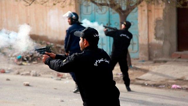 תוניסיה עימותים הפגנות מחאה נגד השלטון קסרין (צילום: AFP)