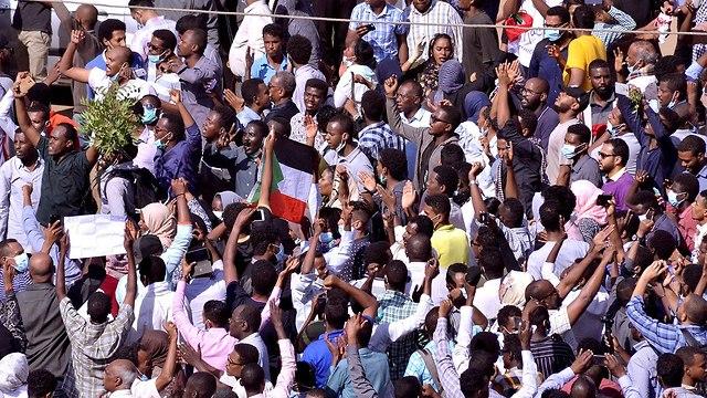 סודן עימותים הפגנות מחאה נגד הרודן עומר אל באשיר עומר אל בשיר (צילום: רויטרס)