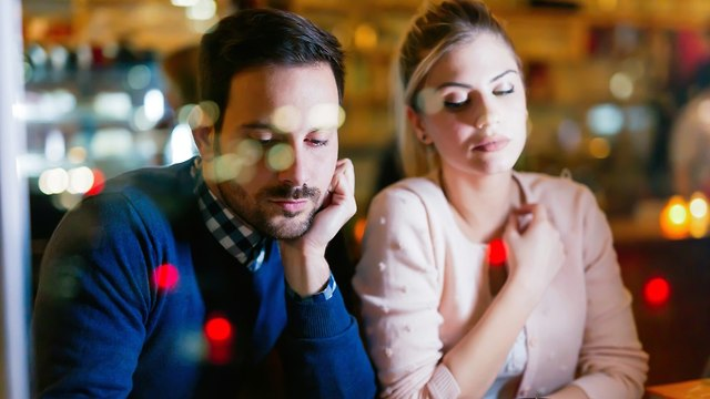 אילוסטרציה של זוג בדייט (צילום: Shutterstock)