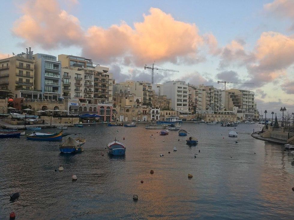 מפרץ ספינולה בסנט ג'וליאן (צילום: גלעד כרמלי)