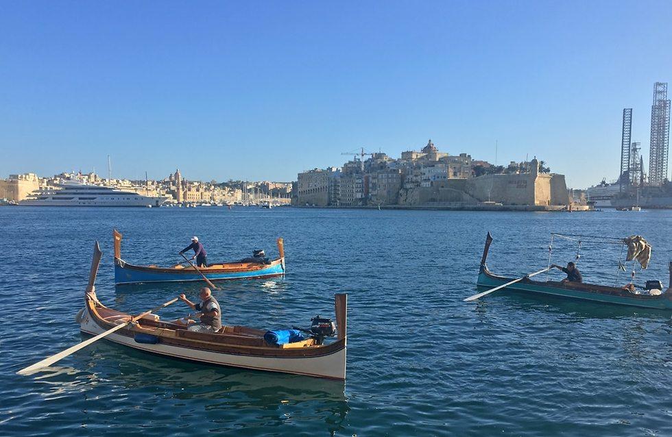 סירות דגחג'סה מול שלוש הערים (צילום: גלעד כרמלי)