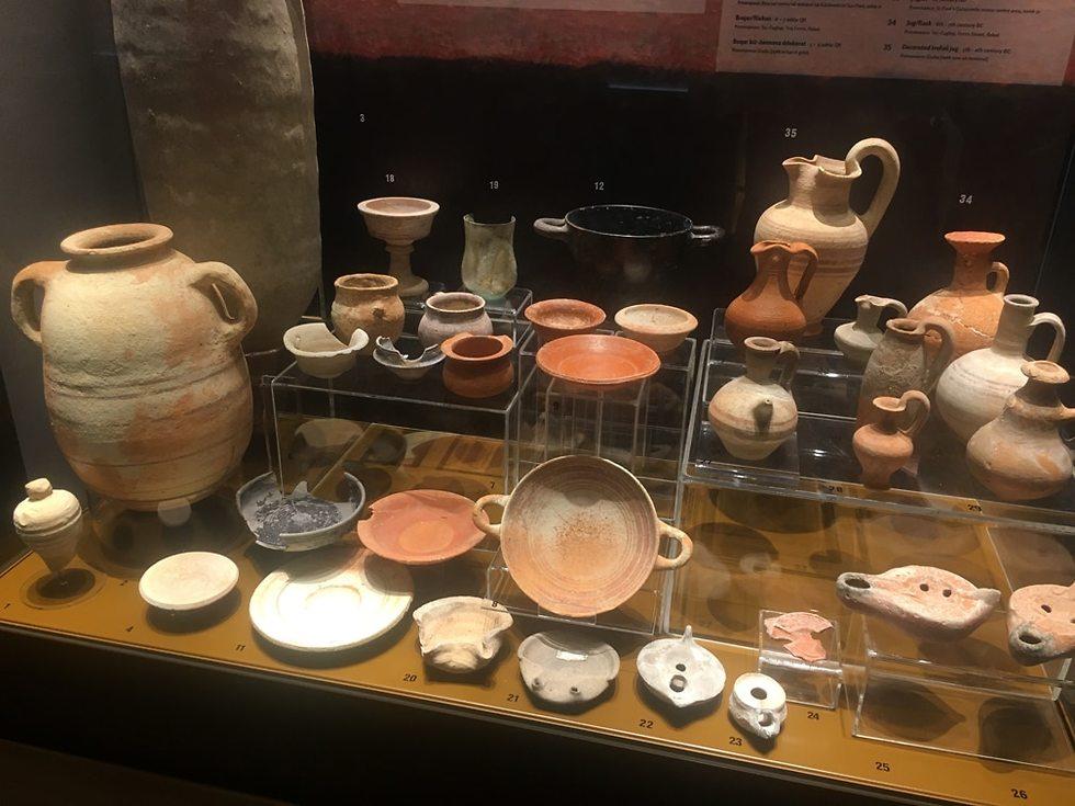 כלי חרס שנתגלו בקטקומבות של פאולוס השליח (צילום: גלעד כרמלי)