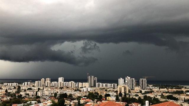 Storm clouds near Haifa, December 27, 2018 (Photo: Dor Barzani)