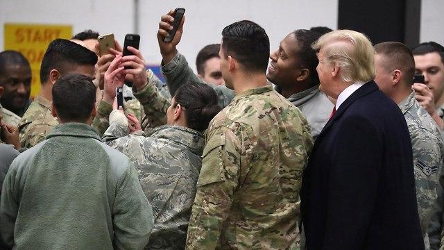 דונלד טראמפ בבסיס האמריקני רמשטיין ב גרמניה (צילום: רויטרס)
