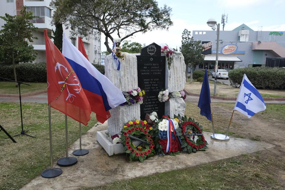 Памятник жертвам блокады Ленинграда в Ашдоде. Фото автора