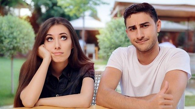 זוג משועמם בדייט (צילום: Shutterstock)