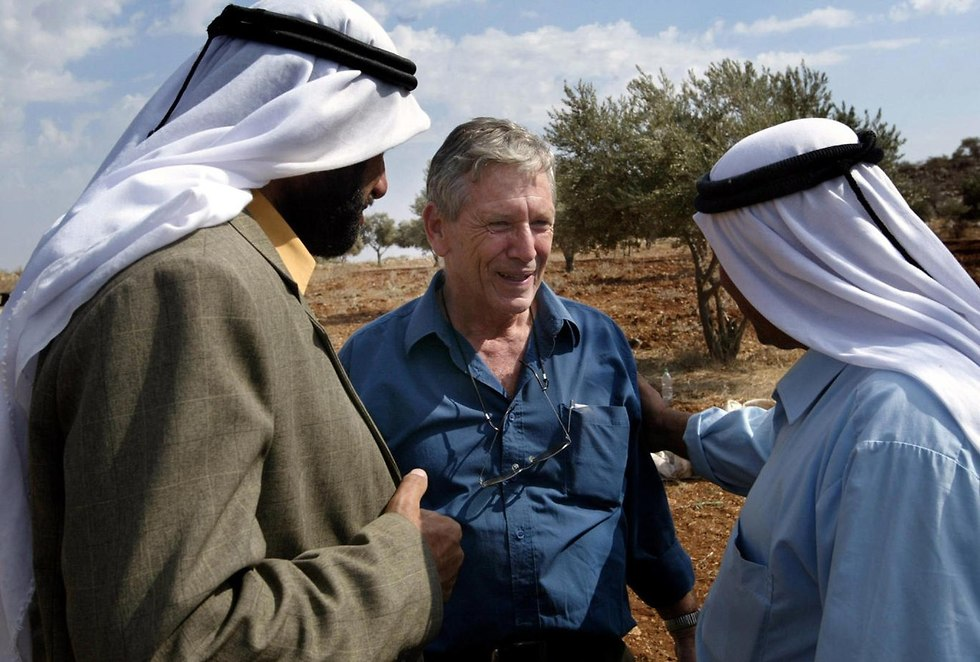 Oz with Palestinian olive farmers in 2002 (Photo: AFP) (Photo: AFP)