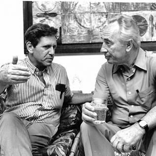 עם חברו הטוב שמעון פרס   צילום: אייל פישר