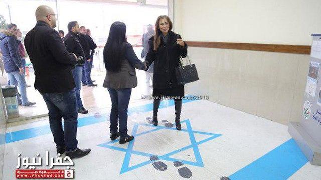 Jordan's inofrmation minister steps on Israeli flag (Photo: Jfranews)