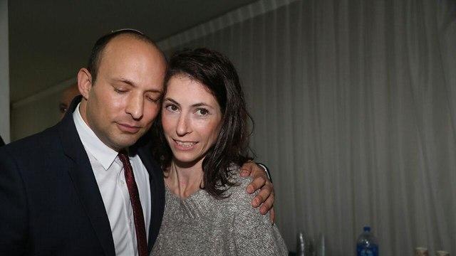 בנט עם אשתו גילת (צילום: מוטי קמחי)