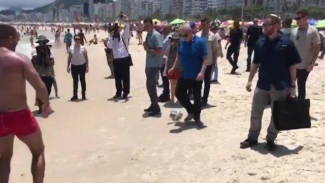 בנימין ושרה נתניהו מבלים בחוף הים של ריו דה ז'נרו ברזיל ()