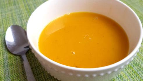 מרק כתום עם שיבולת שועל (צילום: סיון פלג)