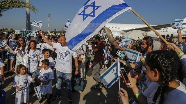 Newly arrived immigrant at Ben Gurion airport (Photo: Nir Kafri) (Photo: Nir Cafri)