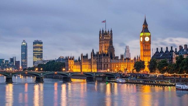 Vue panoramique des bâtiments de la rivière London et du ciel (Photo: shutterstock)