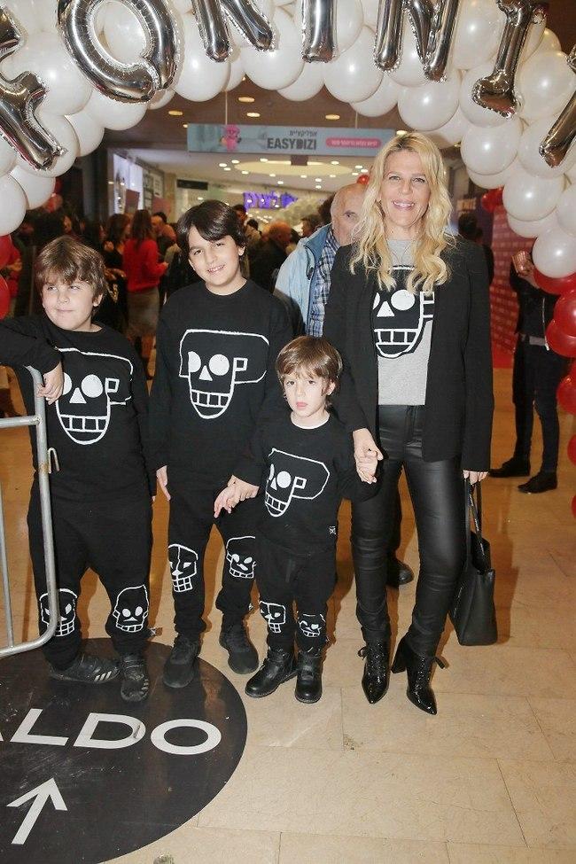 כשאמא סטייליסטית. סנדרה רינגלר והבנים ליאו, דניאל וליבי (צילום: שוקה כהן)