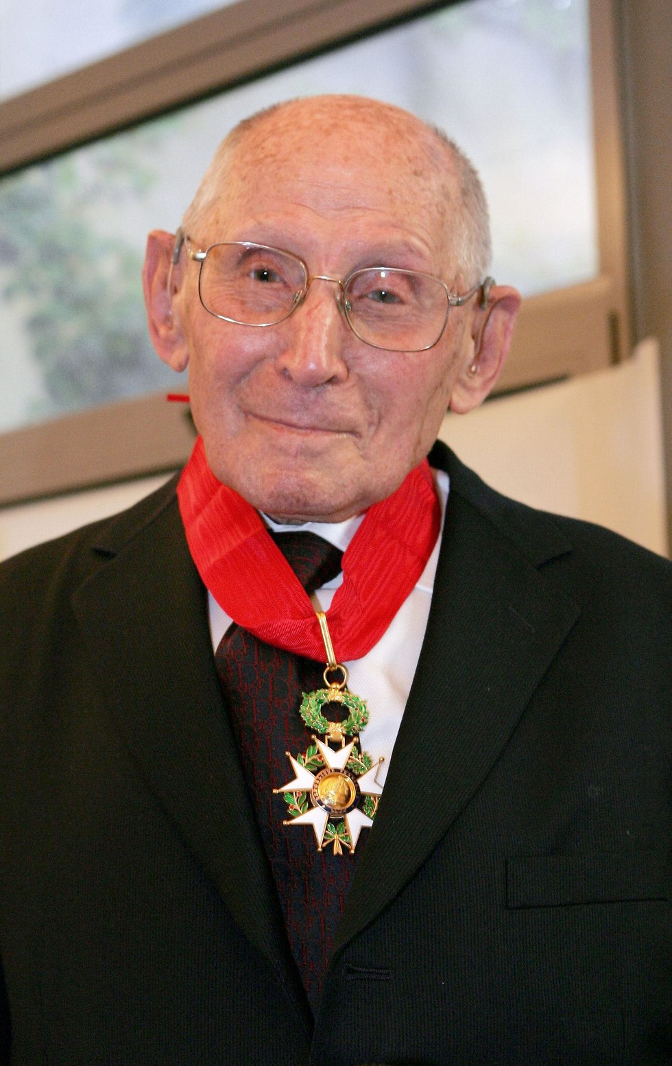 Georges Loinger with his Legion of Honor medal (Photo: AFP)