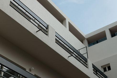 מרכז הבניין כעת. פרטים שונים, שהאדריכל התכוון אליהם, נחשפו לפתע לעין (צילום: גדעון לוין)