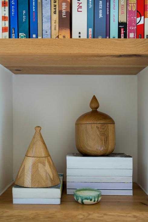עבודות עץ של צביקה פיבלמן, תושב מנוף (צילום: שירן כרמל)
