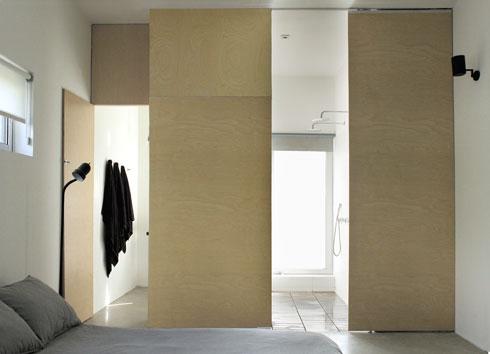 חדר שינה בבית שתכננה מילכברג. ''יש בארץ רחובות שהם כמו תערוכת בתים, במקום חוויה נעימה'' (צילום: באדיבות studio id253)