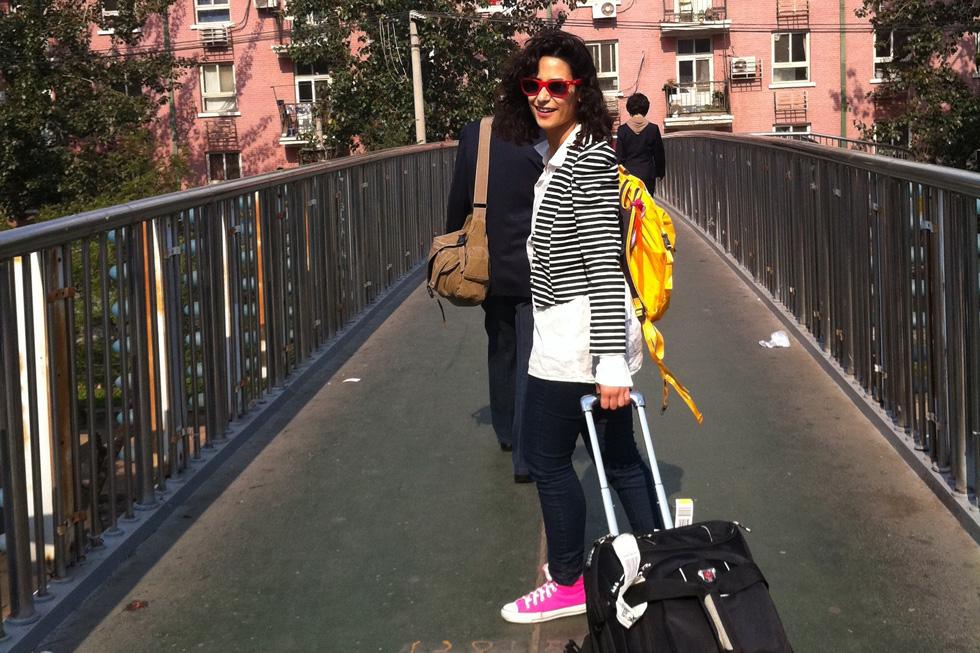 להתעורר בבנגקוק, לעשות קניות בחנות יד שנייה בבודפשט ולצאת לדייט בלאונג' של מלון בסופיה. סיוון נועם שדה  (צילום: סיוון נועם שדה)
