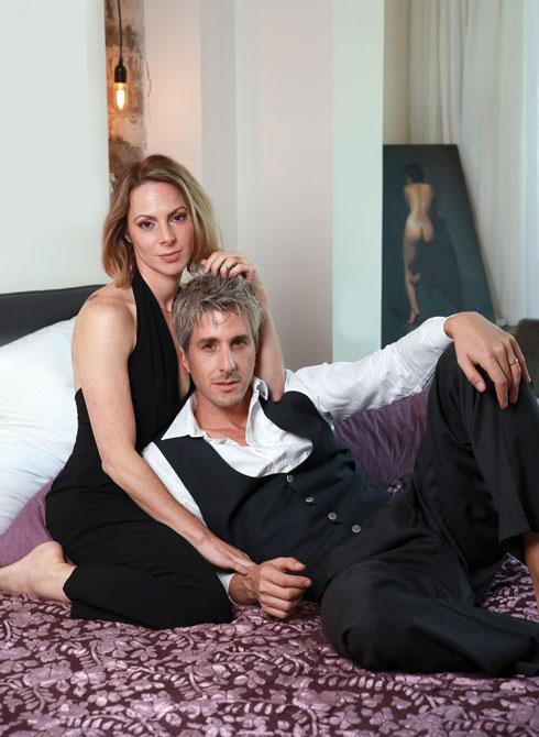"""ישי גרין ודפנה רובינשטיין.""""זה מחזיק את הזוגיות שלנו. התקופות שבהן הוא לא הולך לטיפול הן תקופות קשות"""" (צילום: אביגיל עוזי)"""