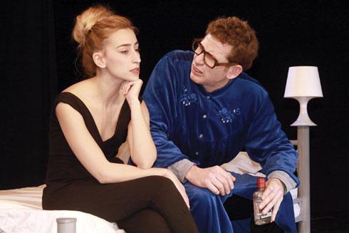 """הדס לסרי ויונתן מילר בהצגה """"פנסיה מוקדמת"""". """"מאוד קרובה למציאות"""" (צילום: שי פינקלשטיין)"""