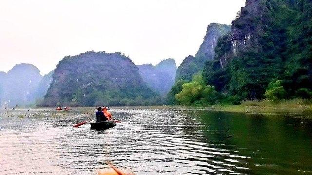 שייט סירות על נהר