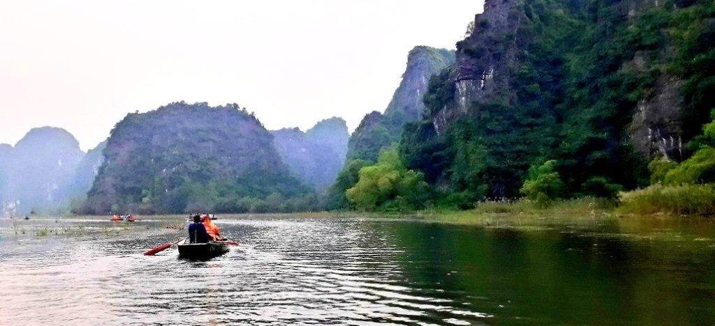 """שייט סירות על נהר """"נגו דונג"""" ב""""טאם קוק"""" (צילום: יוסי פישר)"""