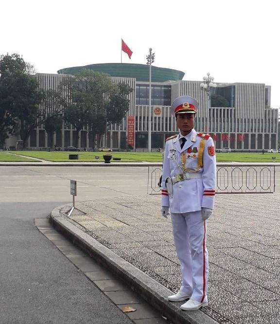 חייל במשמר הכבוד בטקס של החלפת המשמר במאוזילאום (צילום: יוסי פישר)