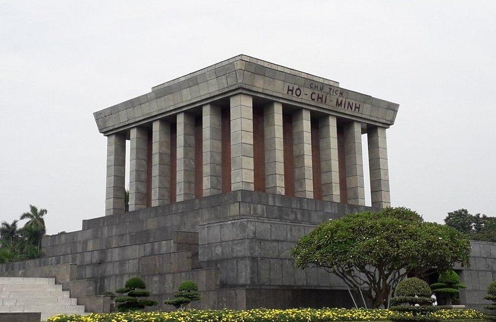 המאוזילאום בהאנוי של מנהיג האומה הוצ'י מין (צילום: יוסי פישר)