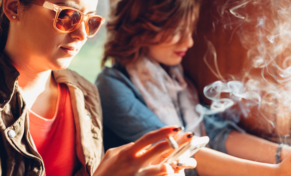 Smoking teenagers (Photo: Shutterstock)