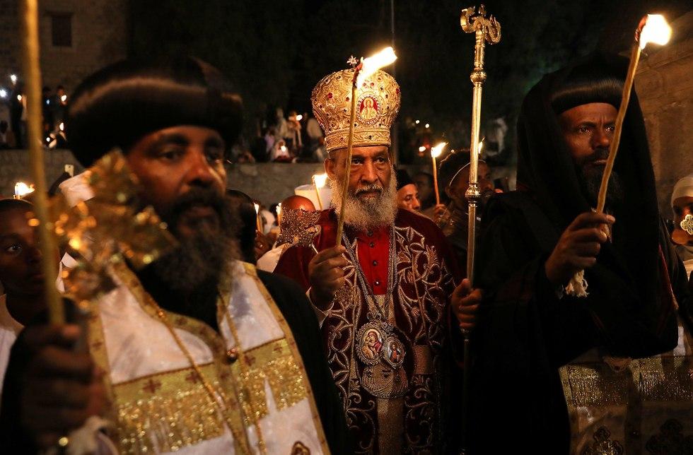 Ethiopian Archbishop Abune Enbakom performs Holy Fire Ceremony
