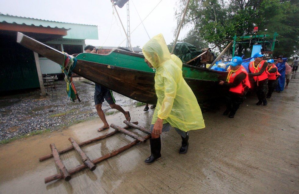 Рыбаки готовятся к урагану. Фото: АР