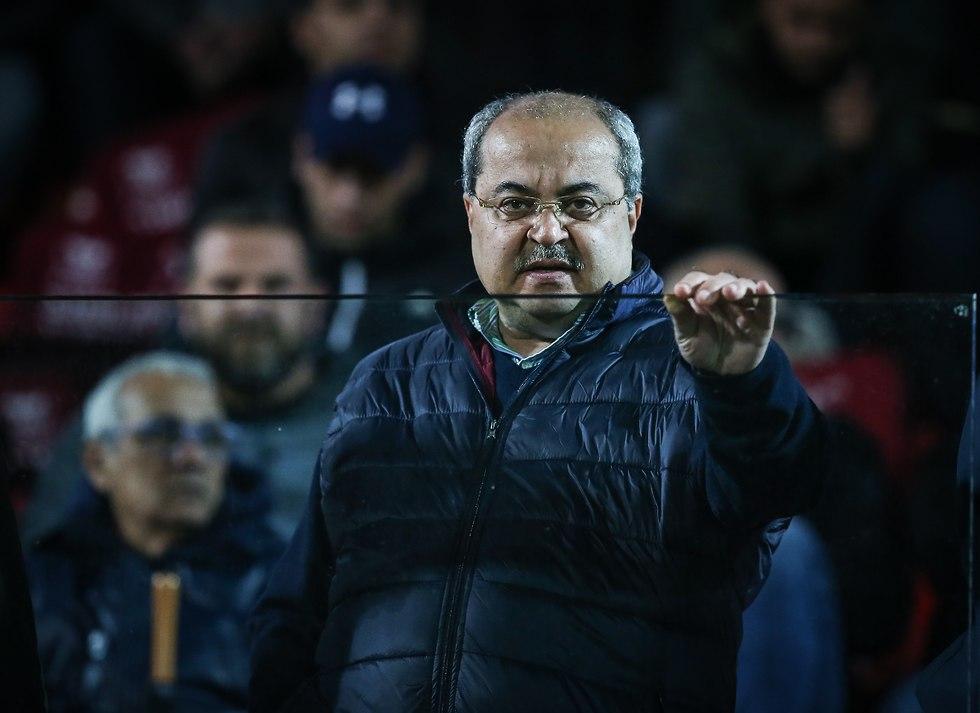 אחמד טיבי באצטדיון דוחא (צילום: עוז מועלם)