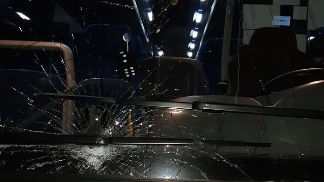 The windshield of the bus that came under fire near Beit El (Photo: TPS)