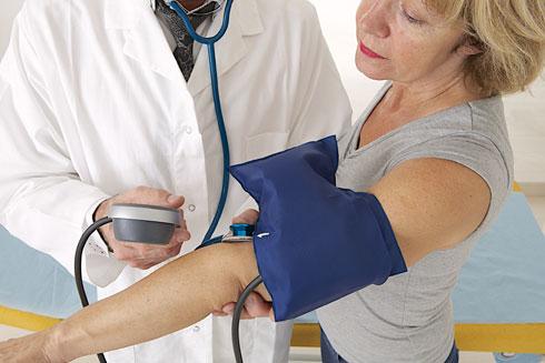 איזון יתר לחץ דם הינו משמעותי וחשוב למניעת סיבוכים וסכנת חיים, אך חלק מהתרופות מוכרות כמשפיעות לרעה על המשקל (צילום: Shutterstock)