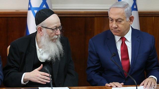 בנימין נתניהו יעקב ליצמן ישיבת ממשלה (צילום: אלכס קולומויסקי)