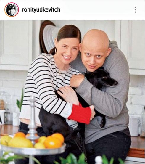עם בנה רוי, החולה במחלה שגרמה לנשירת שיער בכל הגוף שלו (צילום: מתוך האינסטגרם של ronityudkevitch@)