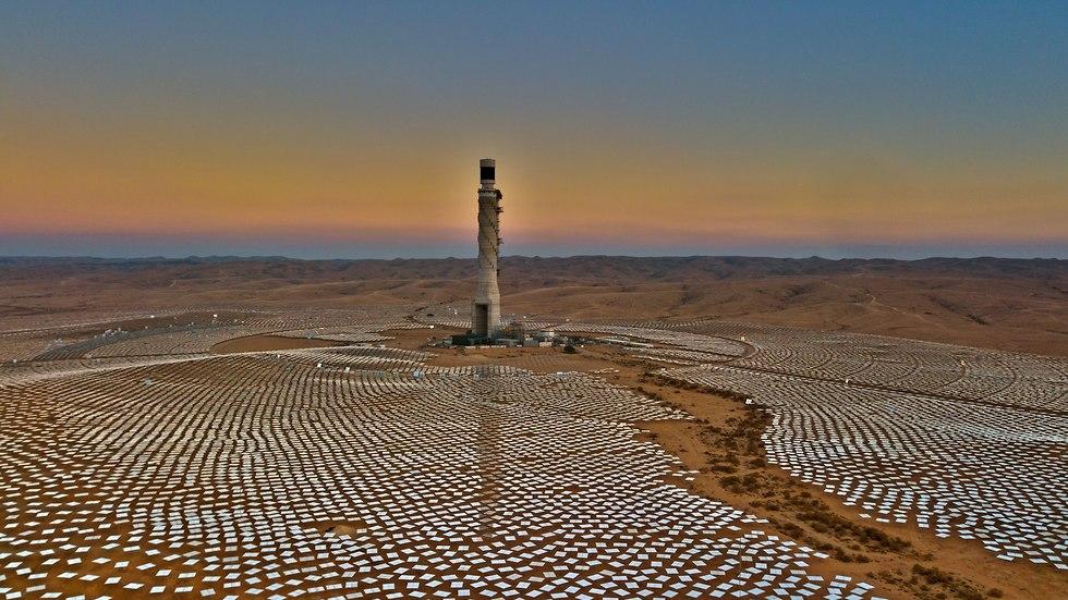 תחנות הכוח התרמו סולאריות באשלים (צילום: אריק דנינו)