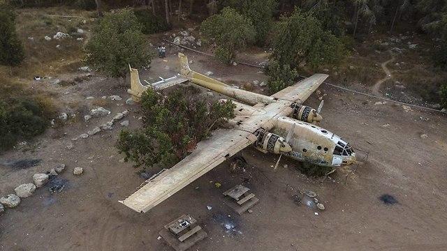 מטוס ״נורד״ ביער המגינים, לזכר חללי חטיבת הצנחנים 317 (צילום: אריק דנינו)