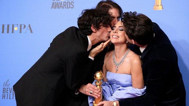 ליידי גאגא בגלובוס הזהב (צילום: AP)