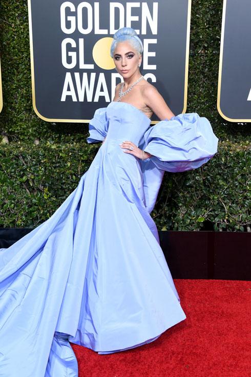 ליידי גאגא לובשת ולנטינו הוט קוטור  (צילום: Jon Kopaloff/GettyimagesIL)